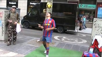 Football Freestyle Tricks - Messi De Las Ramblas - Fußball Tricks (full Performance) HD